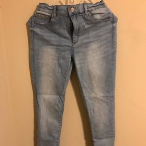 Light washed skinny jean